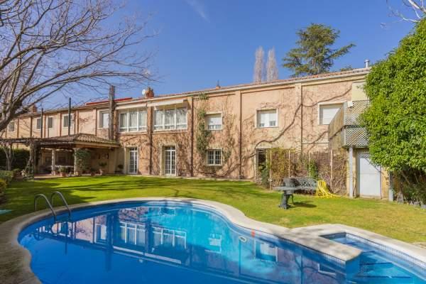 piscina (2) House Fuentelarreina