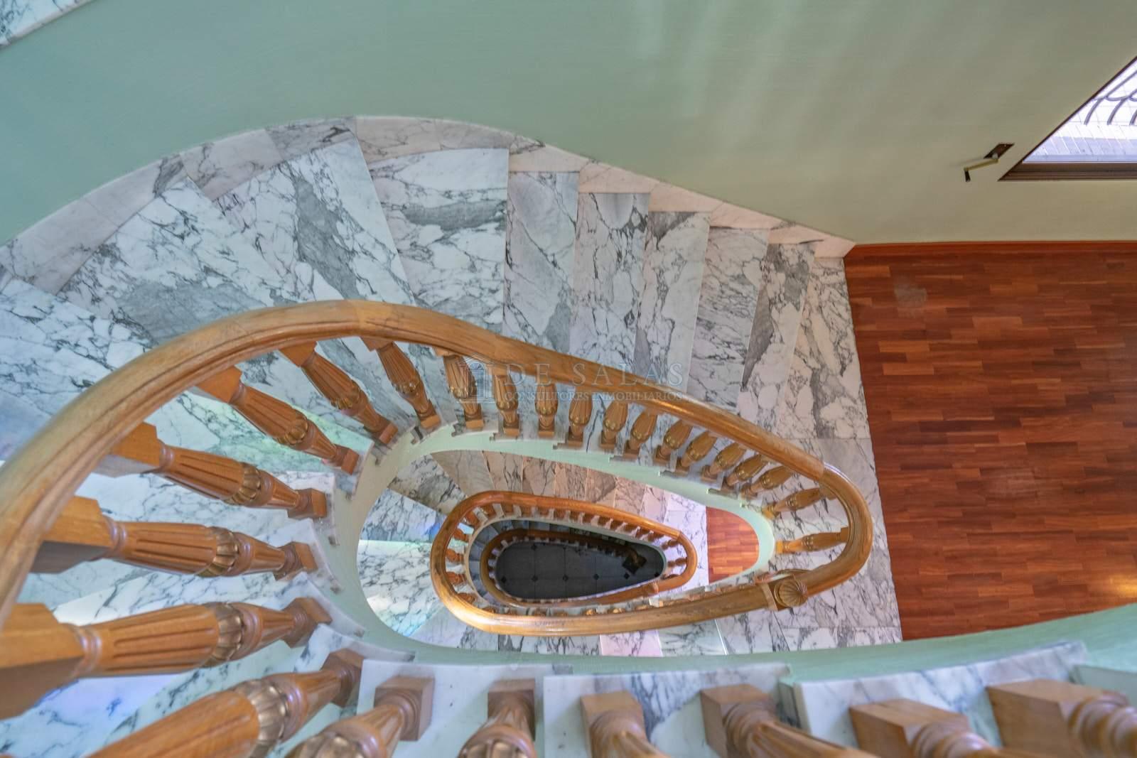 33-Escalera Chalet La Moraleja