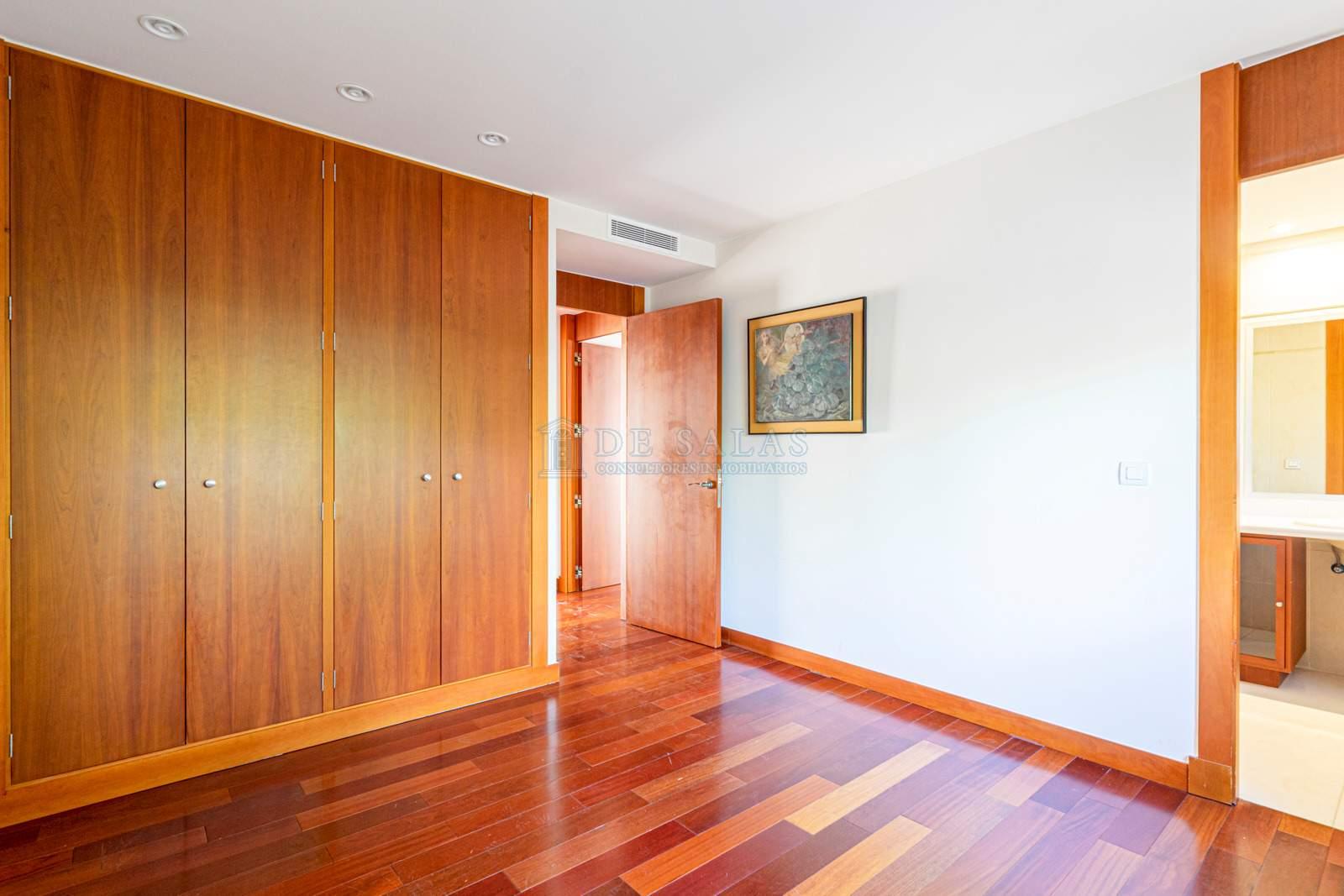 12 House Mirasierra