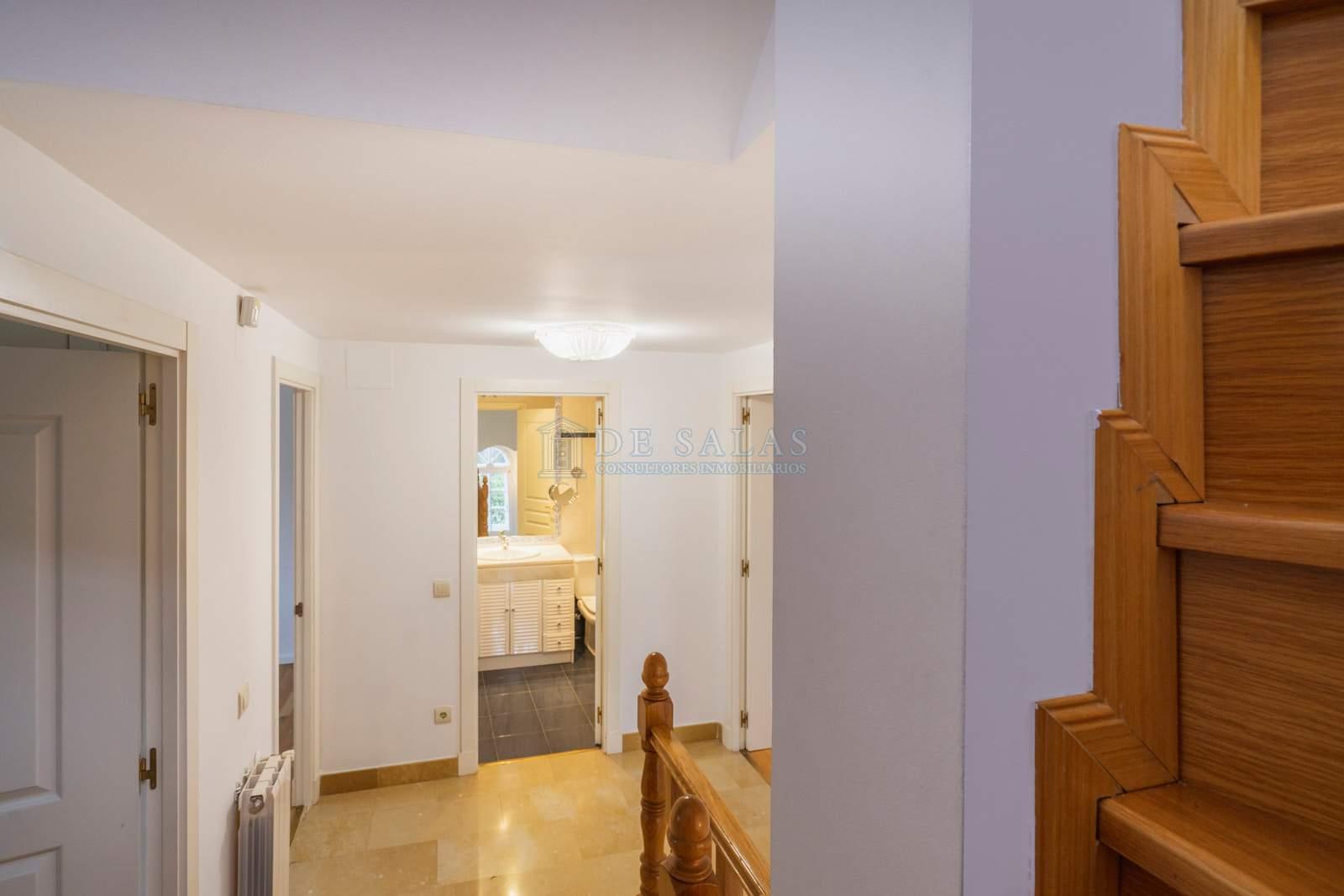 Hall-37 House El Encinar de los Reyes
