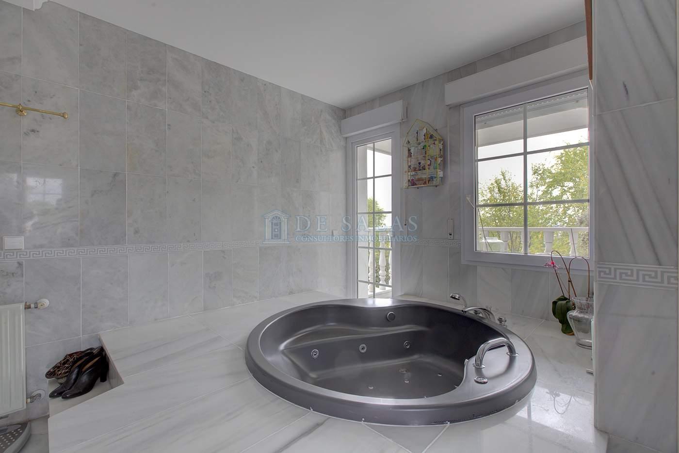 Baño Jacuzzi-IMG_7411_2_3 copia Chalet La Moraleja