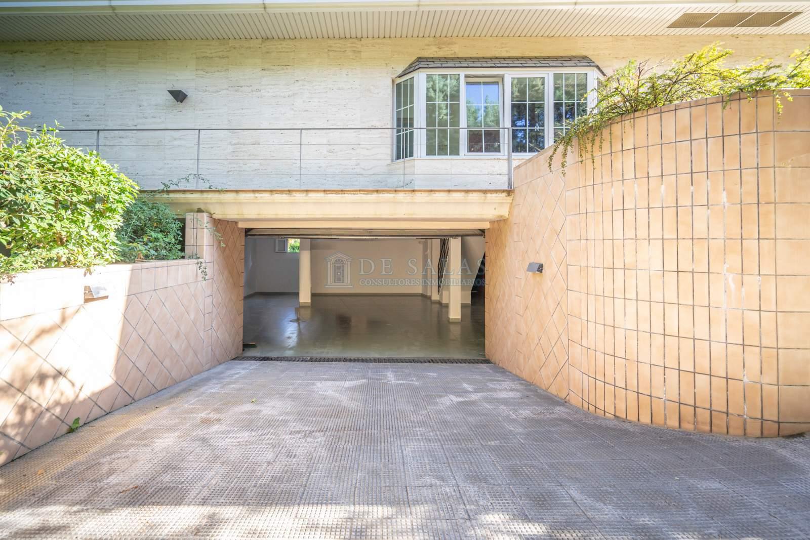 Garaje-14 Maison La Moraleja